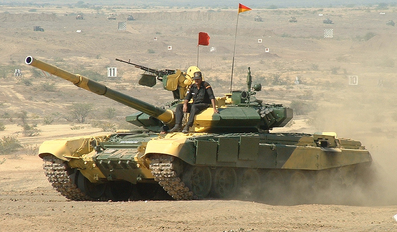 Camouflaged T-90 Bhishma in exercizes