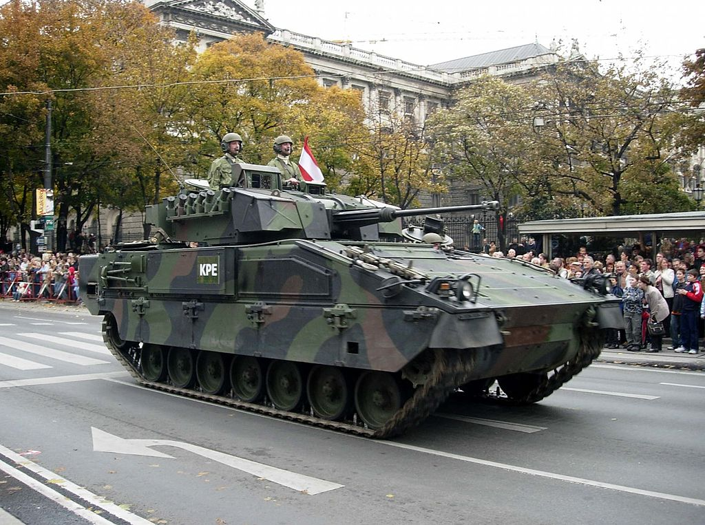 An Ulan during the 2005 military parade in Wien