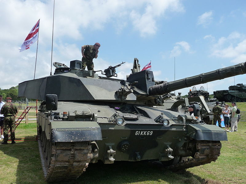 5409b759bee6 ... Challenger 2 in an amphibious demonstration Displaying mobility at  Bovington Tankfest 2009 closeup ...