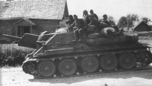 A SU-122 near Prokhorovka, during the battle of Kursk, 14 July 1943 - Credits: Russian Film and Photograph State Archive
