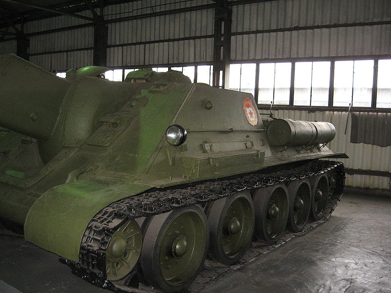 View of the side of the SU-122 at the Kubinka Tank Museum