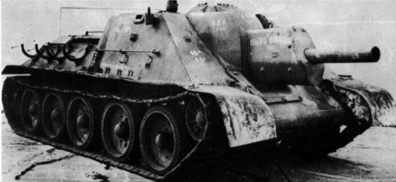 Front right-side view of the captured SU-122. The ML-30S howitzer can be clearly seen