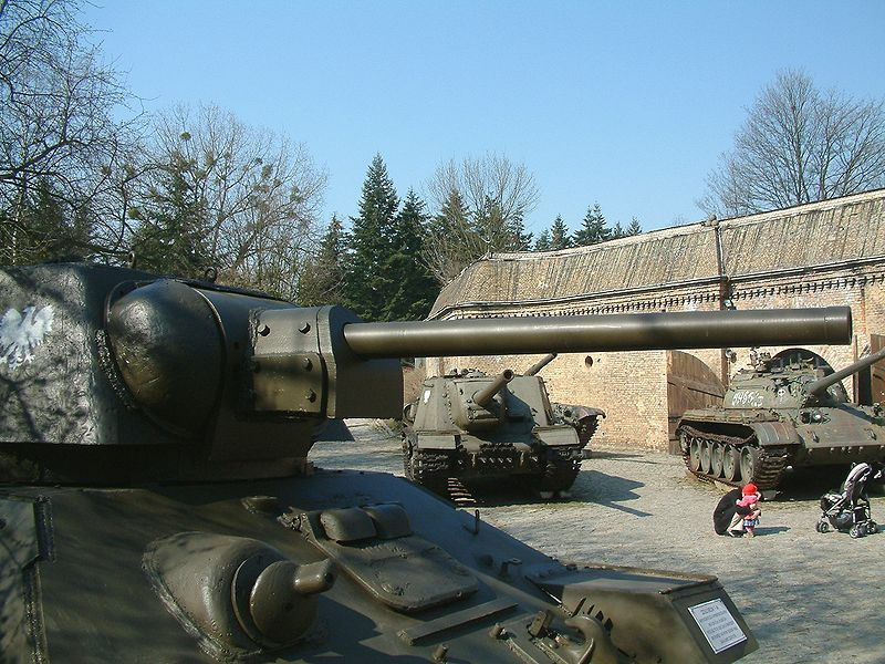 The gun of a T-34/76