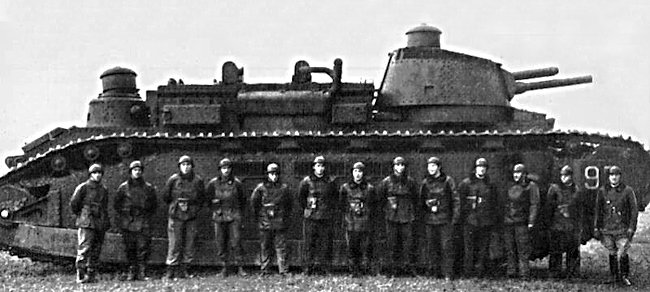 FCM 2C heavy tank was very long and designed to be able to cross wide trenches