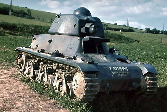 Original WW2 color photograph of a Hotchkiss H9 tank