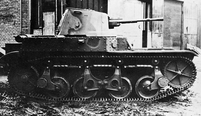 French Renault AMR 35 ZT-2 tanks