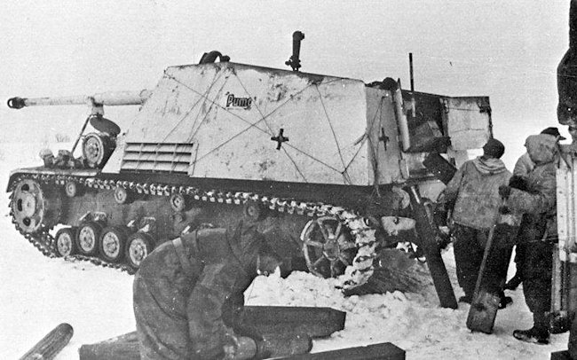 Nashorn 88mm self-propelled gun in winter whitewash livery on the Eastern Front. The crew are loading ammunition.