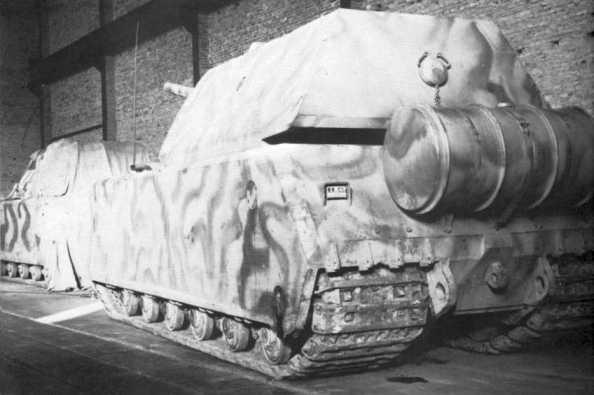 anzerkampfwagen VIII Maus Typ-205-1 (V1) et Typ-205-2 (V2) vus ensemble