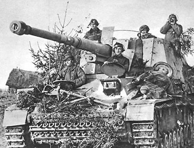 Nashorn 88mm tank destroyer had a five man crew
