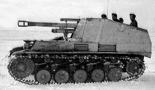 10.5 cm Wespe artillery SPG with 5 man crew on the Eastern Front in winter