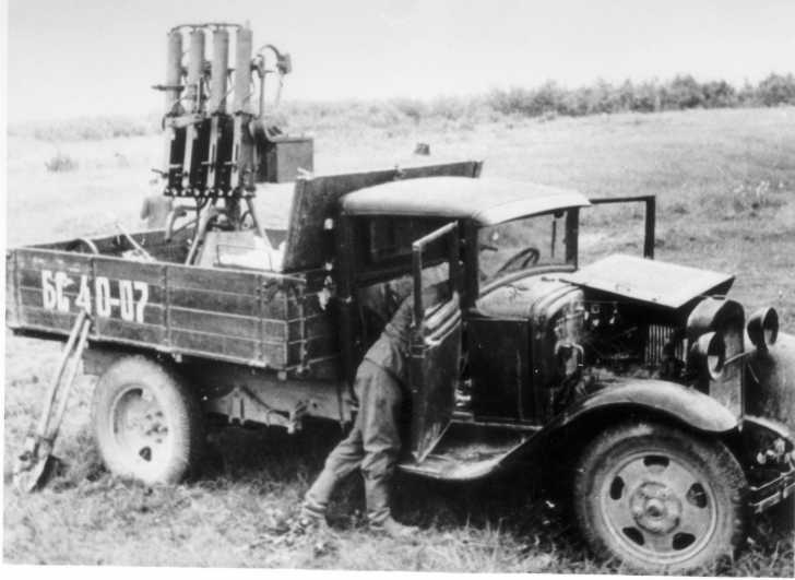 A truck with a quad-Maxim gun. This was previously one of the more common AA vehicles