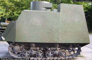 This tank is often presented as a NI tank, but it is a reproduction. This replica is facing right. The historical accuracy of this tank is dubious. It does appear to be based on an STZ-5 tractor, but the shape of this tank could be mistaken for a KhTZ-16