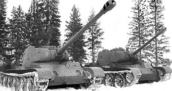 The T-44/122 prototype next to a prototype T-44/85