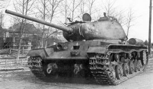 A KV-85 showing off its 85mm gun