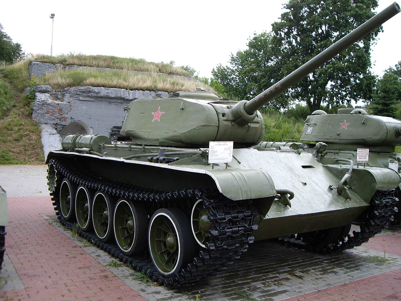 A T-44 on display in Brest, Belarus