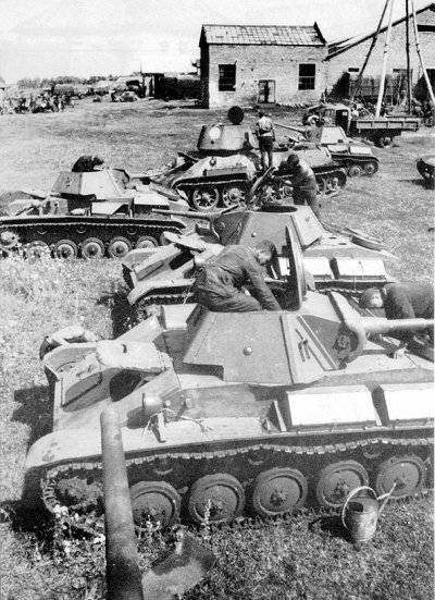 A convoy of T-70s and a T-34/76 is prepared by the crews.
