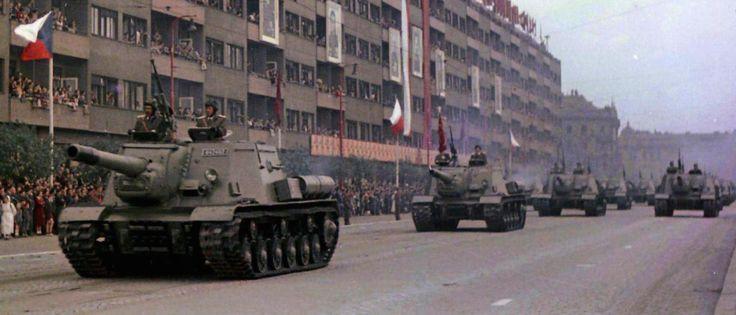 Czech TSD-152s in parade