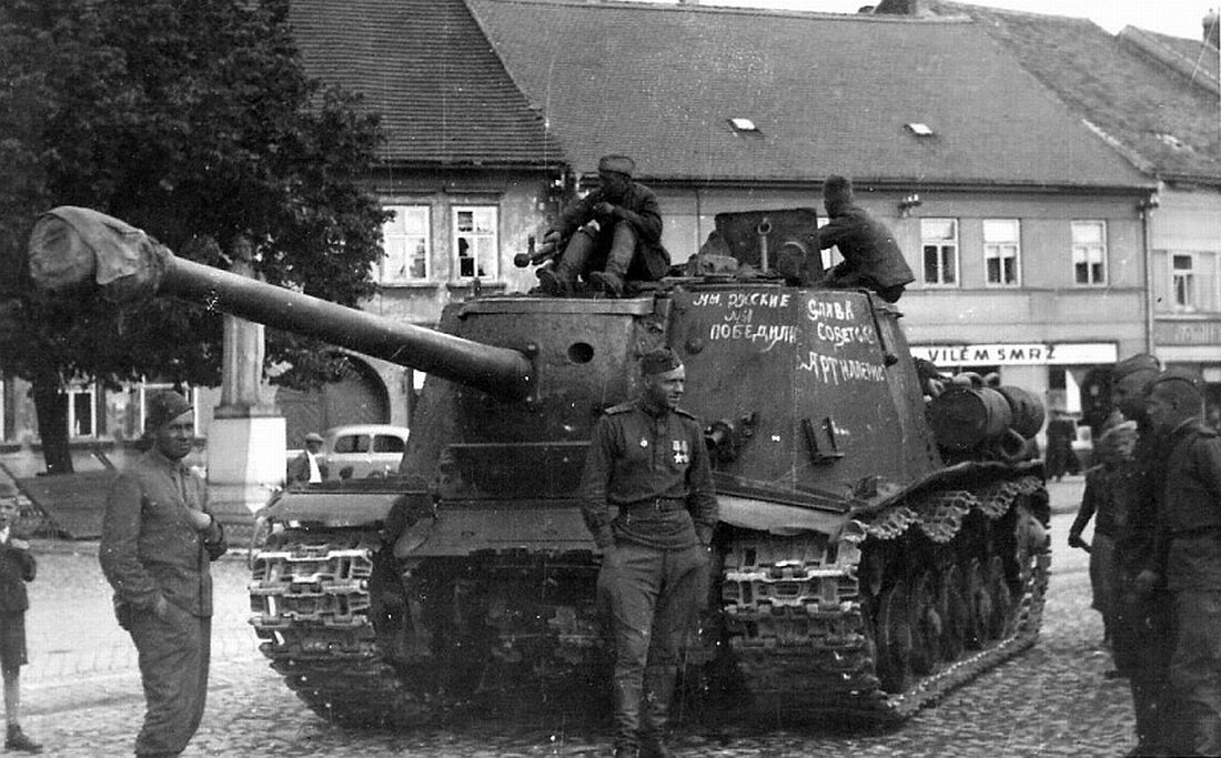 An ISU-122S in Czechoslovakia. The D-25S' muzzle is covered up, but still distinguishable