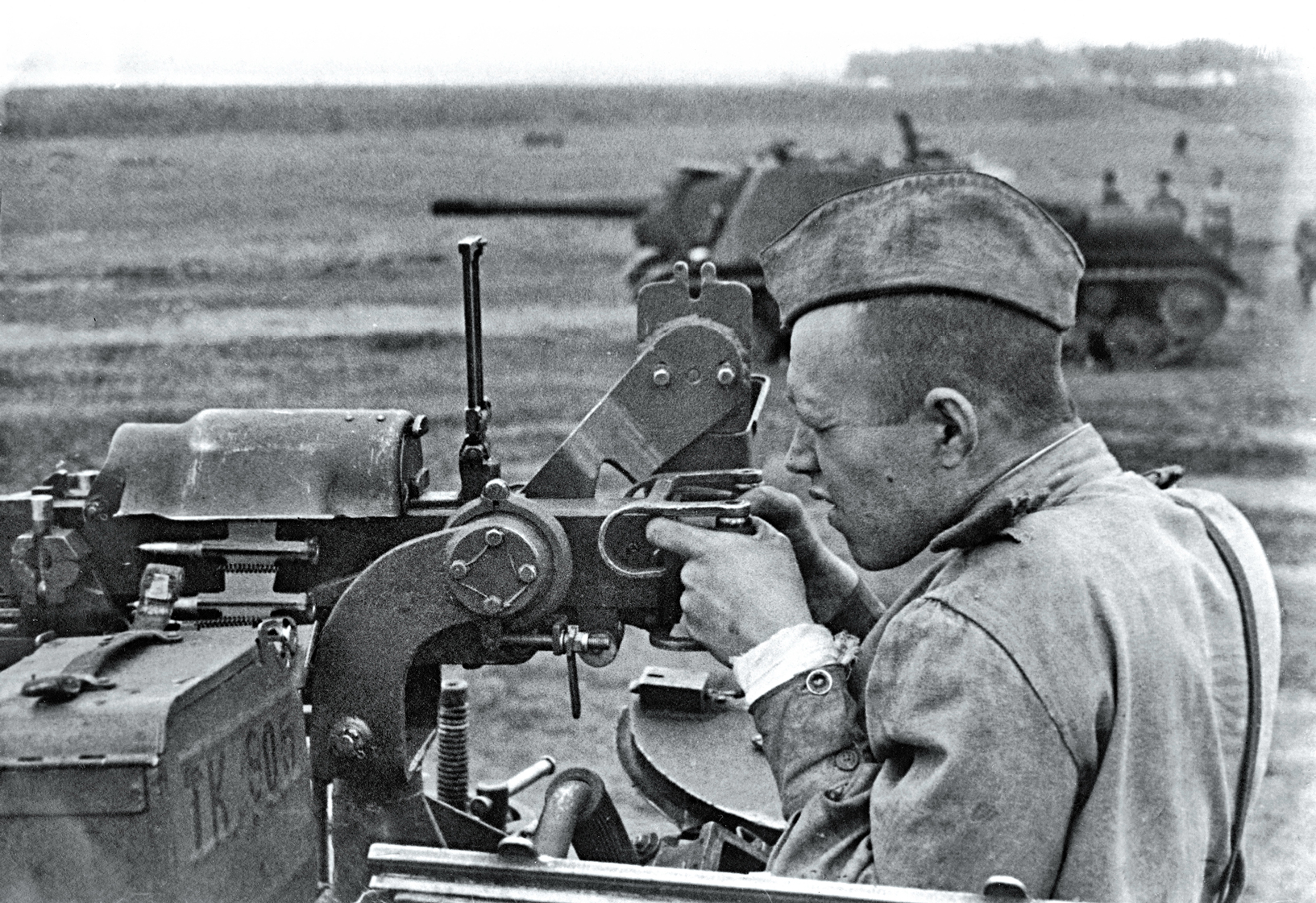 A Soviet tanker fires a DShK mounted on an ISU-152.