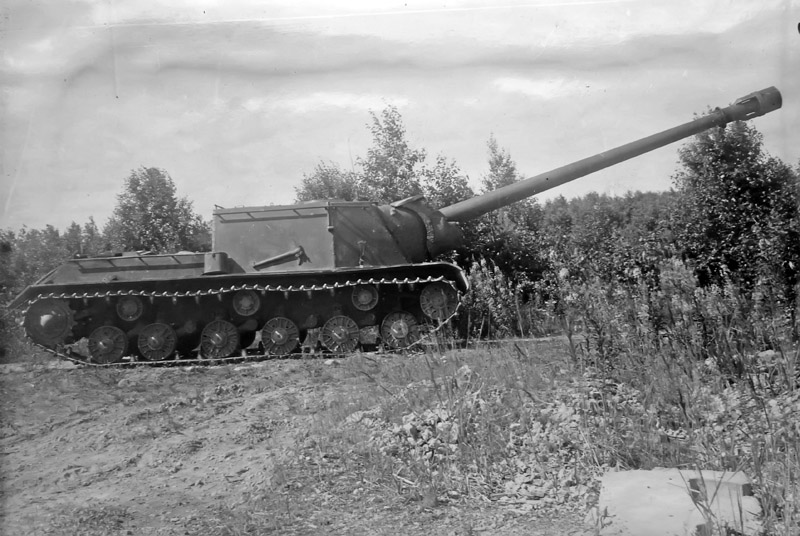 An ISU-152-1 with the BL-8 gun