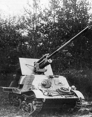 A clear view of the ZiS-30 with camouflage painted onto it.