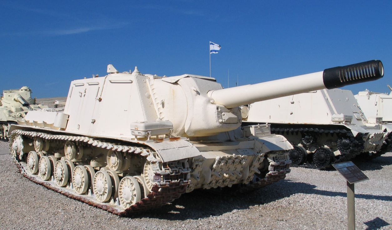 An ISU-152 at Yad la-Shiryon museum, Israel. On the right is a BTT-1 recovery vehicle which was converted from the ISU chassis, after having its main gun removed