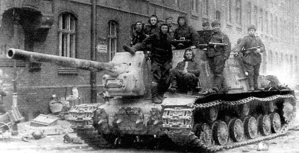 An ISU-122 in Gdansk, Poland, 1944