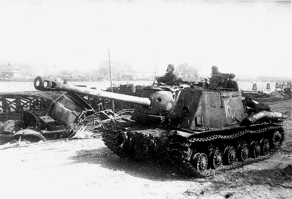 An ISU-122S at Konigsberg