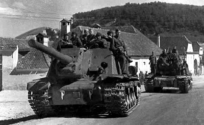 An ISU-122 and an IS-2 pass through Transylvania, 3rd Ukrainian Front, 1944