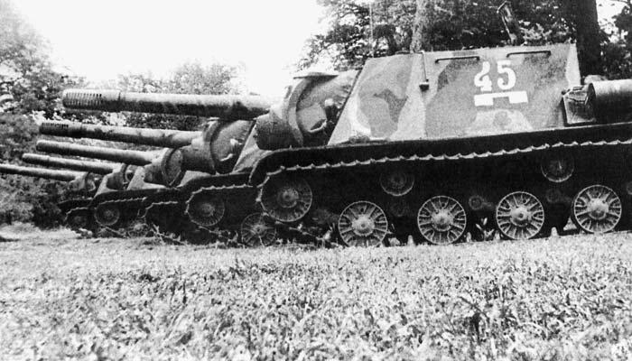 Ukrainian ISU-152s, summer 1944