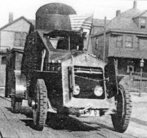 White 4x2 model 1917 with open shutter and radiator hatch - Photo: Armored Car, A History of American Wheeled Combat Vehicles by R.P.Hunnicutt