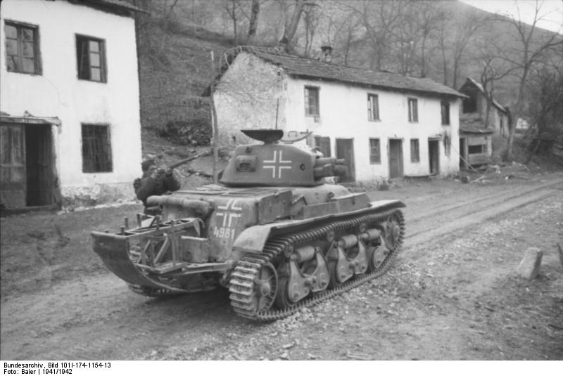 R-35 in yugoslavia, 1942 - Wikimedia commons/Bundesarchiv