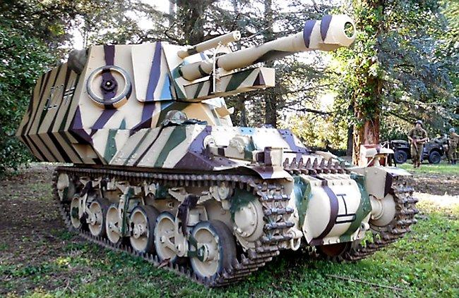Reconstructed 10,5cm leFH-18/40 auf Geschuetzwagen Lorraine Schlepper(f) in France