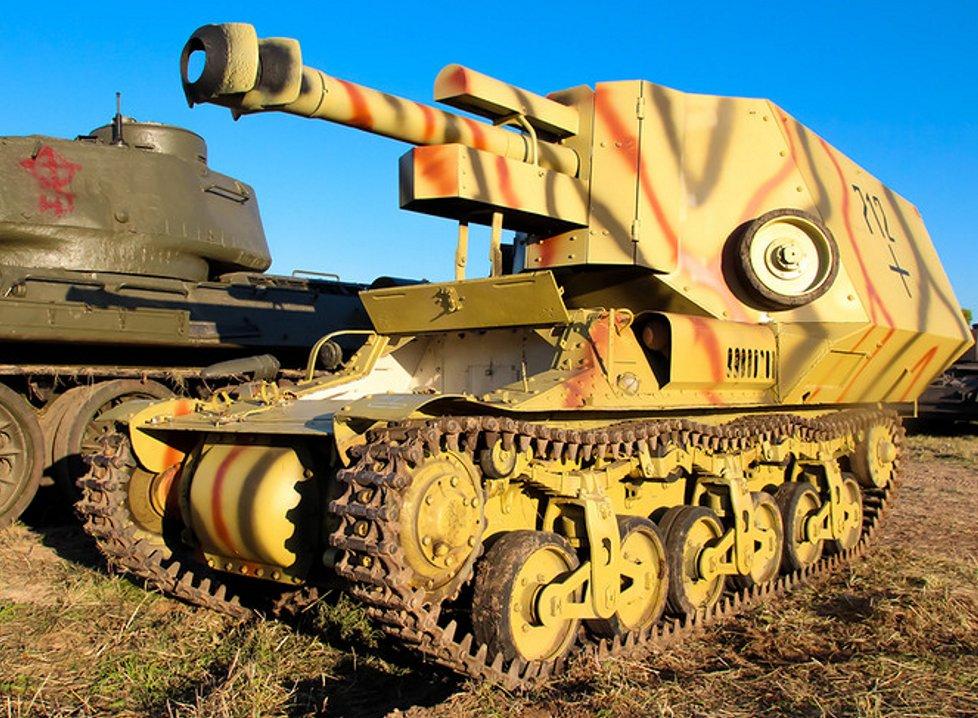 Another 10,5cm leFH-18/40 auf Geschuetzwagen Lorraine Schlepper(f) restored in Russia