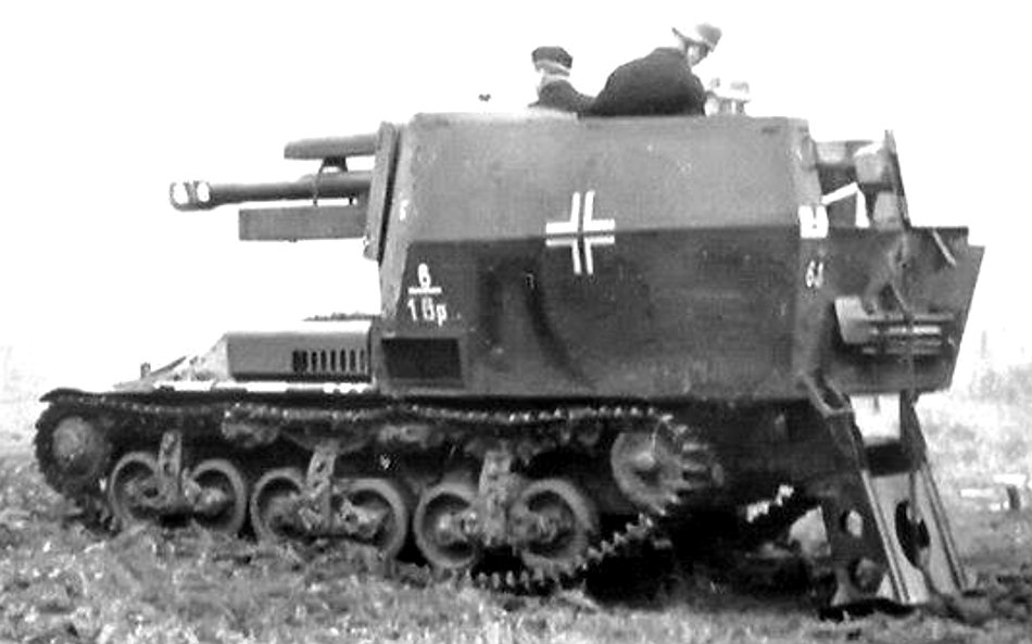 Geschuetzwagen Lorraine Schlepper(f) with open rear hatch and deployed spade