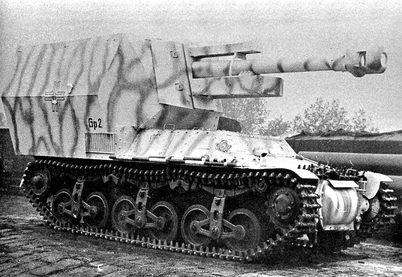Becker version of the 10,5 cm leFH-18/40 auf Geschuetzwagen Lorraine