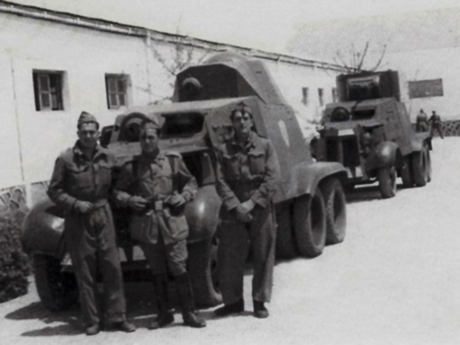 AAC-1937s in Nationalist service. The first one did not have a 37 mm gun, just an off-set machine gun. The one behind appears to be a BA-6, as it features a BT turret, but the differently shaped and notably lower placed mudguards indicate this to be an AAC-1937