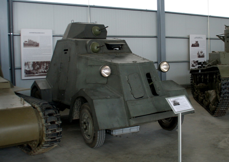 A replica UNL-35 on display at the Museo de Medios Acorzados, Madrid