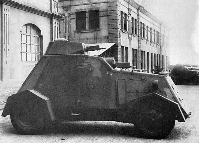 Sideview of a camouflaged UNL-35.