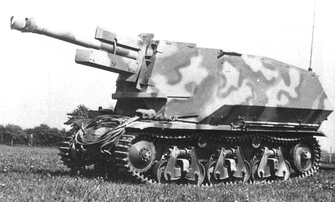 The Hotckiss H39 tank chassis was used to carry a 10.5cm leFH 18 artillery howitzer