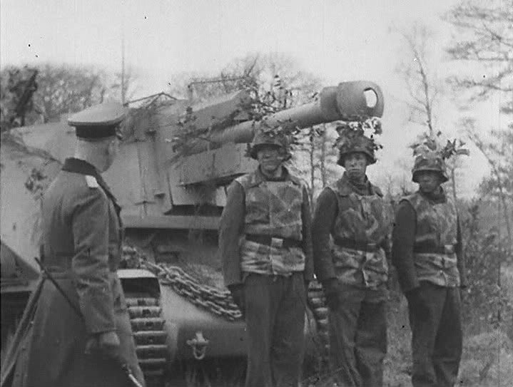 Erwin Rommel inspecting a 10.5cm leFH 18 (Sf.) auf Geschutzwagen 39H(f) self-propelled gun crew