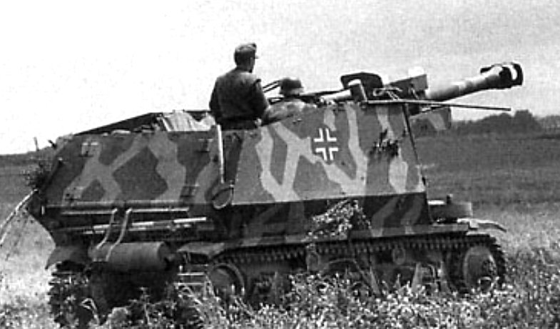 A 10.5cm leFH 18 (Sf.) auf GW-39H(f) self-propelled gun in France