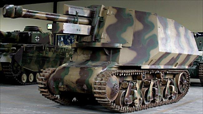105mm le.FH 18 (Sf.) auf Geschutzwagen 39H(f) at the Musée des Blindés, French Tank Museum, Saumur, France