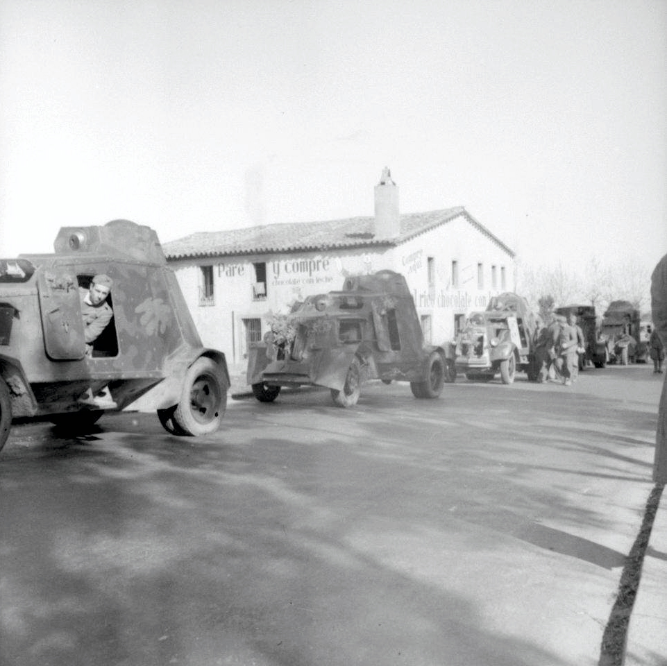 Column of UNL-35s. Probably Republican service.