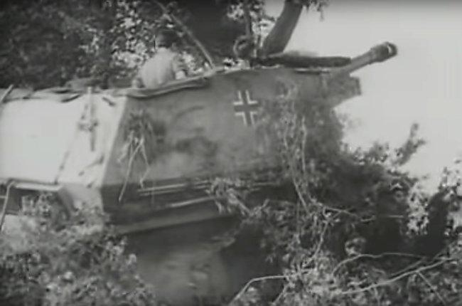10,5cm leFH 16 (Sf.) auf Geschützwagen 39H(f) in plain sand livery. Sturmgeschuetz-Abteilung 200, 21st Panzerdivision, Normandy, summer 1944.