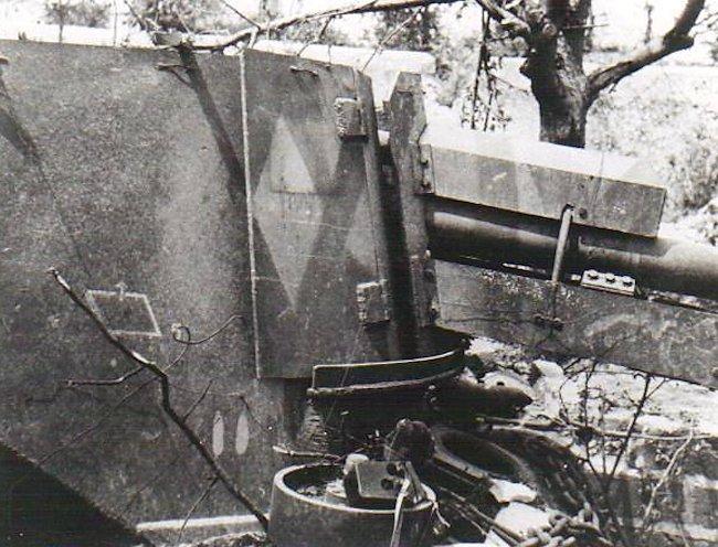 Close up of the 10.5 cm gun's Schutzschild (splinter shield)