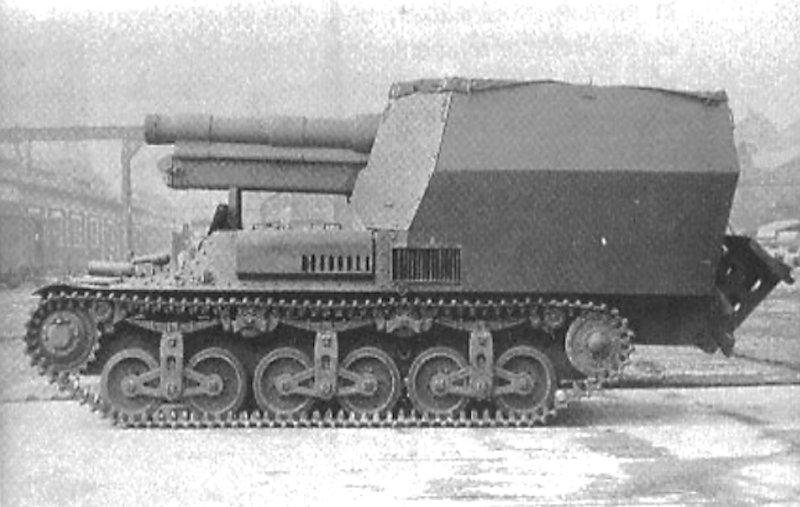 Notice the 'tailspade' in the up position at the back of this 15 cm sFH 13/1 (Sf) auf Geschützwagen Lorraine Schlepper(f)self-propelled gun
