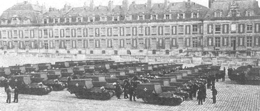 15cm s.FH 13/1 (Sf) auf Geschützwagen Lorraine Schlepper(f) SdKfz 135/1 in the court yard of the Versailles Palace, France, 1943