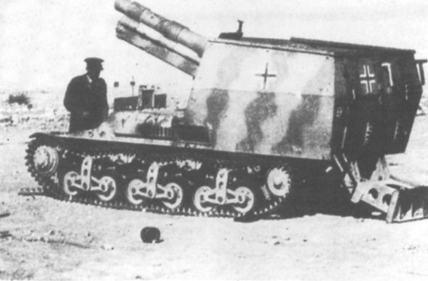 15 cm sFH 13 auf Lorraine Schlepper SPG with gun raised and the short tailspade deployed at the rear in North Africa.