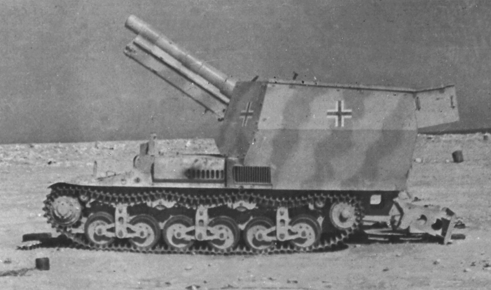 One of the twenty three15cm sFH 13 auf Lorraine Schlepper self-propelled artillery guns used in North Africa.